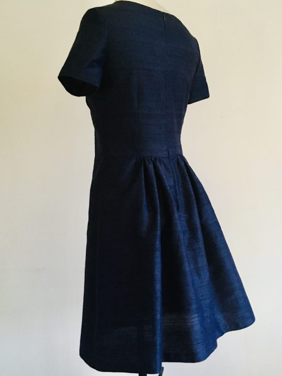 Side view of navy shift dress for curvy women