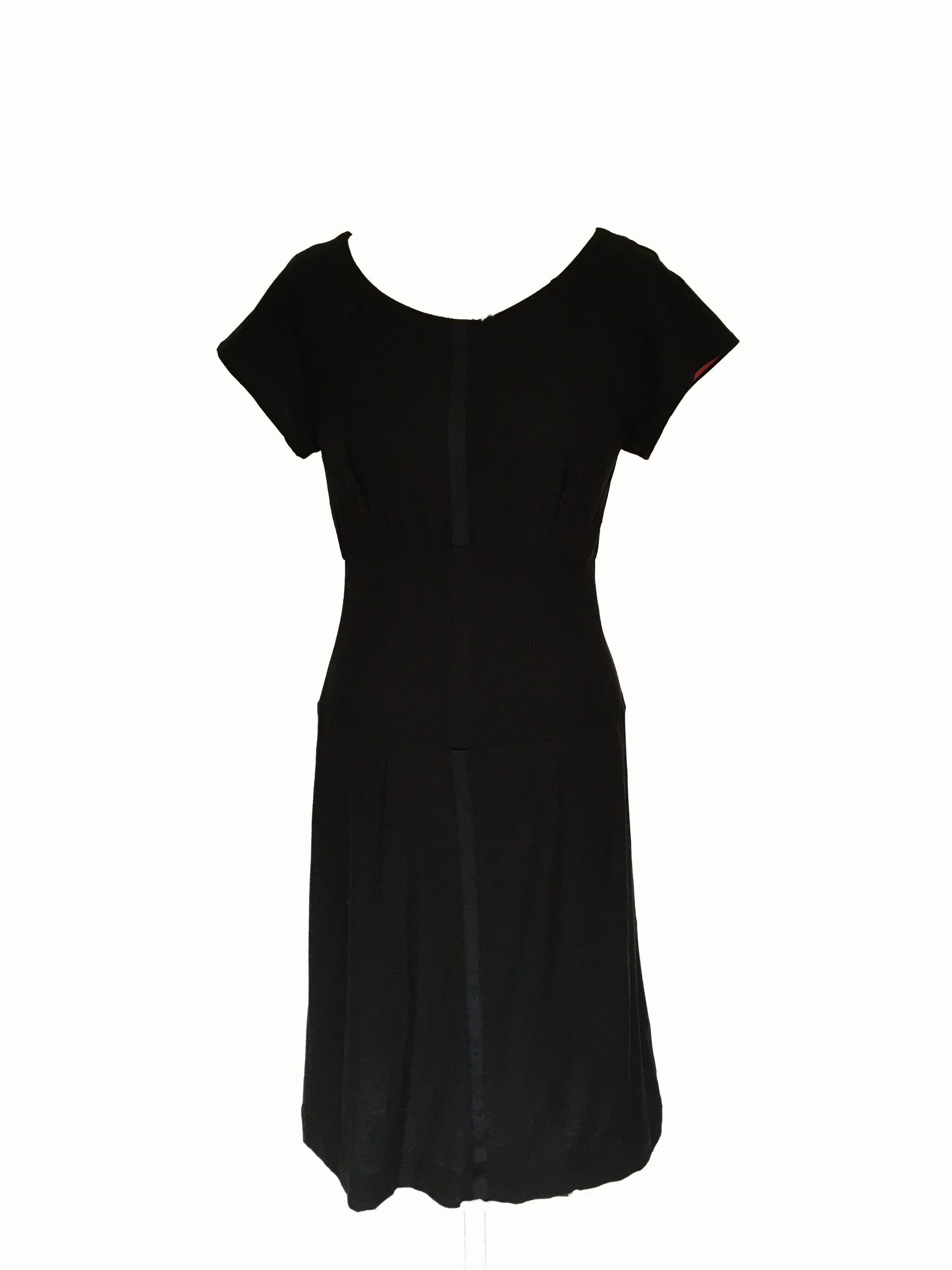 Black relaxed dress – French Capsule wardrobe